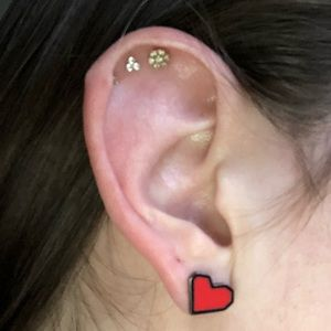 Marc Jacobs Jewelry - Marc Jacobs heart earrings ❤️🖤